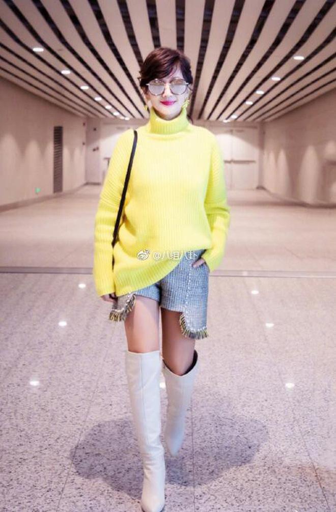Bức ảnh gây bão Weibo khiến chị em phát hờn: Triệu Nhã Chi U70 và mỹ nhân 36 tuổi trông như 2 thiếu nữ đôi mươi - Ảnh 2.