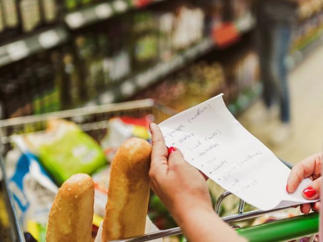 Dễ mà khó: Làm cách nào để tiết kiệm được nhiều tiền nhất khi đi siêu thị, hãy nghe các chị em chia sẻ 7 bí kíp tinh ranh - Ảnh 1.