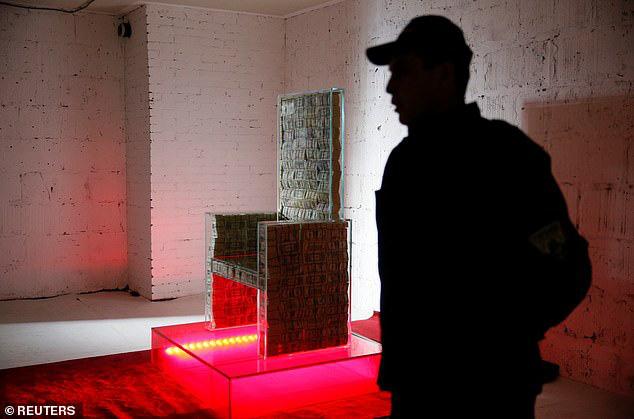 Không chỉ đắt đỏ: Tỷ phú Nga giới thiệu năng lực kì bí của chiếc ghế làm từ 1 triệu USD - Ảnh 2.
