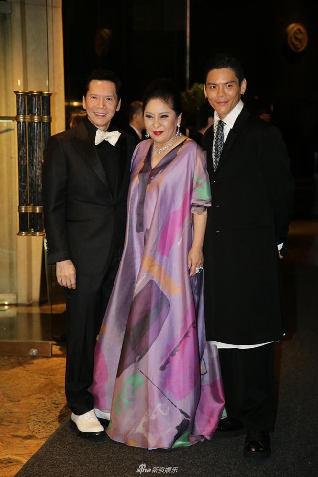 Bố chồng tình cũ Phùng Thiệu Phong: Từ diễn viên ít tên tuổi bên cạnh Châu Nhuận Phát tới ông trùm xã hội đen khiến cả giới giải trí Hoa ngữ khiếp sợ - Ảnh 2.