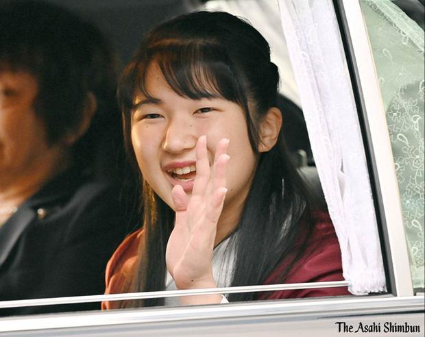 Công chúa Nhật Bản xuất hiện rạng rỡ khi vừa tròn 18 tuổi, dù không hàng hiệu sang chảnh nhưng vẫn nổi bật nhờ một loạt ưu điểm - Ảnh 1.
