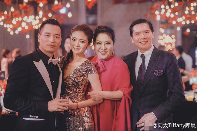 Bố chồng tình cũ Phùng Thiệu Phong: Từ diễn viên ít tên tuổi bên cạnh Châu Nhuận Phát tới ông trùm xã hội đen khiến cả giới giải trí Hoa ngữ khiếp sợ - Ảnh 11.