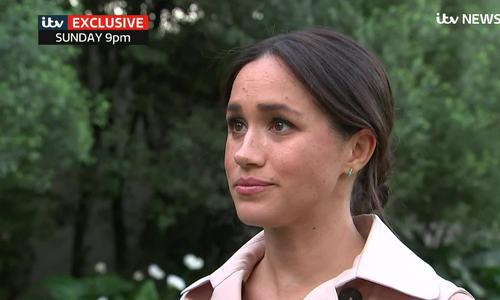 Meghan Markle rơm rớm nước mắt trên truyền hình hồi tháng 10.