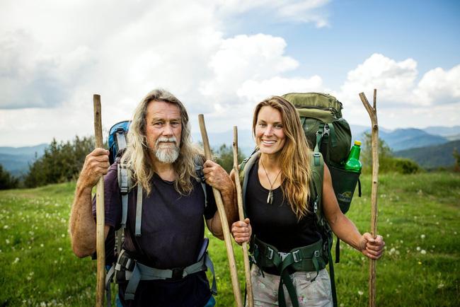 Chán phố thị, cặp đôi bỏ lên núi sống như người rừng và những trải nghiệm hoang dã khiến dân văn phòng chỉ biết ngồi mơ - Ảnh 1.