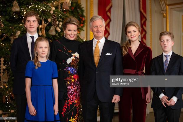 Công chúa xinh đẹp nhất hoàng gia Bỉ lại gây sốt với vẻ ngoài tựa nữ thần, khí chất của một Nữ hoàng tương lai là đây! - Ảnh 2.