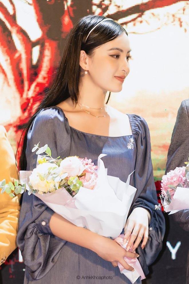 """Vẻ đẹp hút hồn của MC VTV gây sốt với thành tích học tập """"khủng"""" - Ảnh 3."""