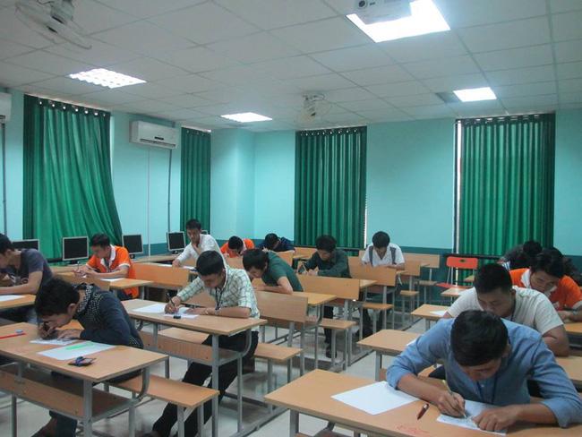 Hướng dẫn làm bài thi lầy lội kiểu khóc cũng được nhưng khóc bé thôi, một trường Đại học ở Hà Nội lập tức chiếm sóng MXH - Ảnh 2.
