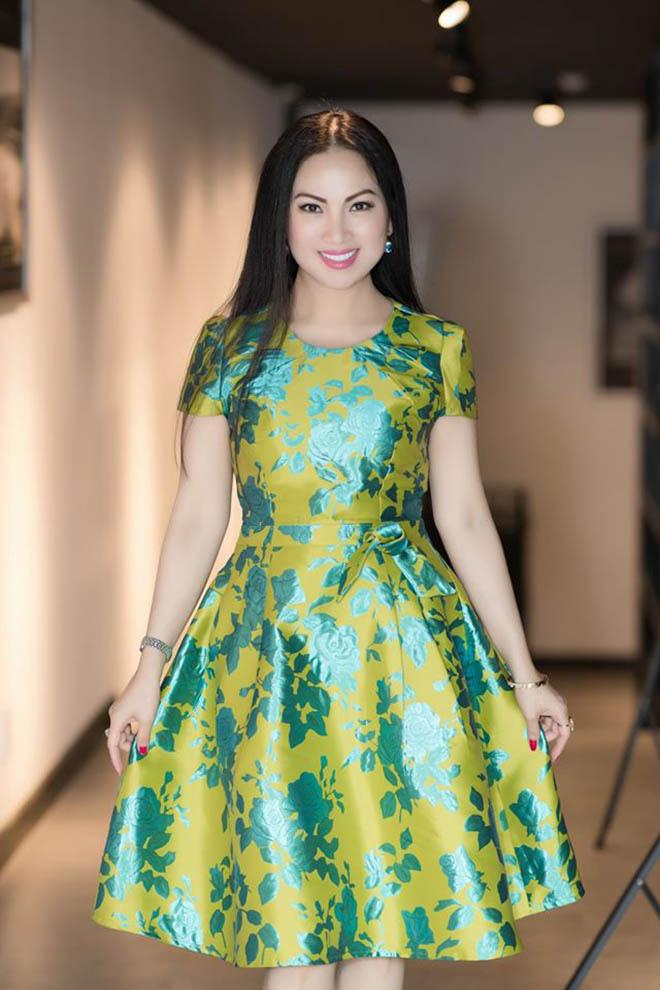 Sau gần 20 năm làm vợ tỷ phú gốc Việt giàu nhất ở Mỹ, ca sĩ Hà Phương giờ ra sao? - Ảnh 1.
