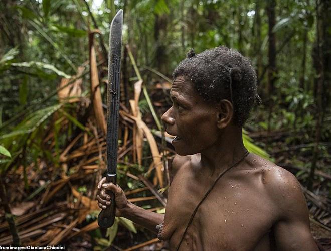 Hình ảnh hiếm hoi về người Korowai - bộ lạc mà thế giới suýt không biết đang tồn tại - Ảnh 13.