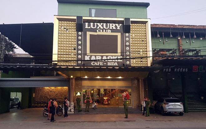 Lại phát hiện hàng chục đối tượng phê ma túy tại quán karaoke Luxury - Ảnh 2.