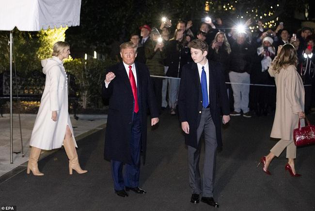 Tổng thống Mỹ chỉ nói đúng một câu về quý tử Barron Trump nhưng cũng đủ khiến người dùng mạng phát cuồng - Ảnh 2.