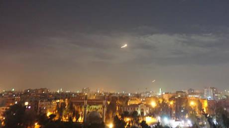 CẬP NHẬT: Máy bay tối tân của Mỹ áp sát Syria - Israel khiến PK Syria xoay như chong chóng - Ảnh 2.