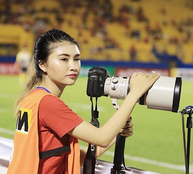 Nữ phóng viên thể thao xinh đẹp: Còn độc thân, không ngại yêu cầu thủ  - Ảnh 3.