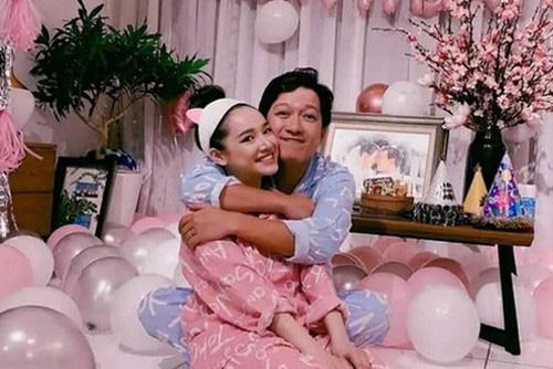 Giàu có, nổi tiếng nhưng cuộc sống hôn nhân của vợ chồng Trấn Thành - Hari Won kỳ lạ tới khó tin - Ảnh 5.