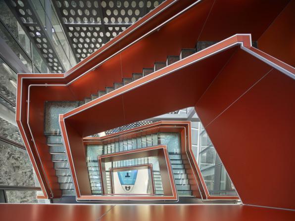 Cùng xem thiết kế tân tiến của một trong những tòa nhà tự cung cấp năng lượng lớn nhất thế giới - Ảnh 1.