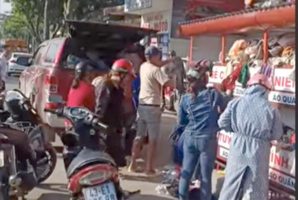 Sự thật đại gia tranh quần áo từ thiện với dân nghèo ở Đà Nẵng - Ảnh 1.