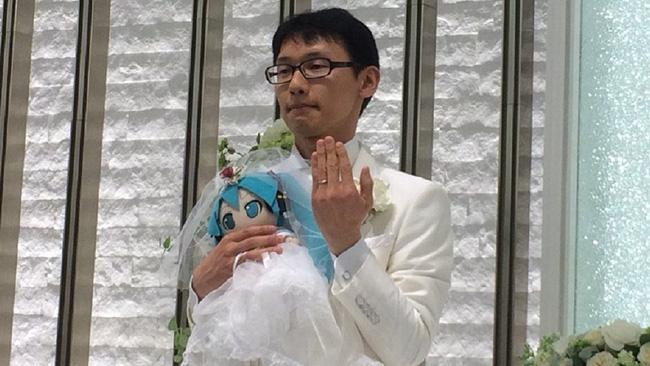 Cuộc sống hôn nhân hạnh phúc viên mãn của người đàn ông Nhật Bản sau hơn 1 năm tổ chức lễ cưới với búp bê Hatsune Miku - Ảnh 3.
