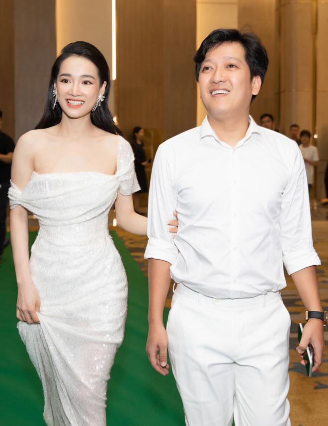 Giàu có, nổi tiếng nhưng cuộc sống hôn nhân của vợ chồng Trấn Thành - Hari Won kỳ lạ tới khó tin - Ảnh 4.