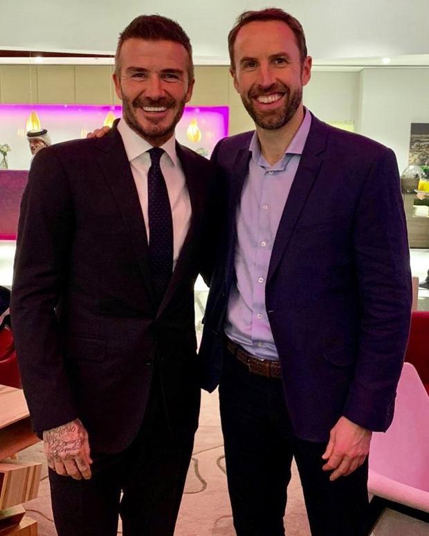 Dàn nam nhân 2 thế hệ nhà Beckham đọ sắc cùng khung hình đêm Noel: Tuổi trẻ tài cao nhưng David mới bất khả chiến bại - Ảnh 5.
