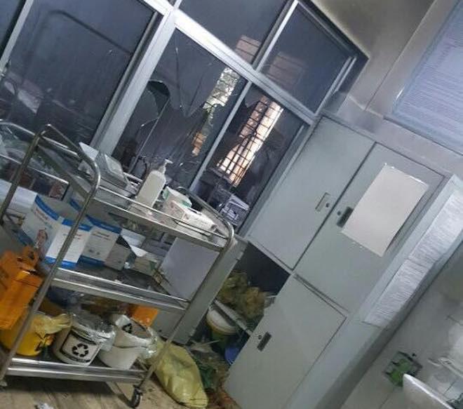 Vụ gã đàn ông đốt bệnh viện, đòi hiếp dâm nữ y tá: Nạn nhân vẫn còn hoảng loạn - Ảnh 2.