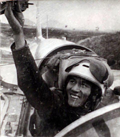 """Phạm Tuân - Phi công đầu tiên bắn tan """"siêu pháo đài bay"""" B-52 - Ảnh 1."""