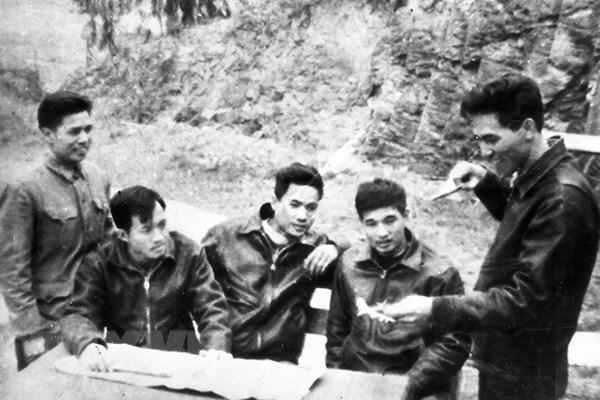 """Phạm Tuân - Phi công đầu tiên bắn tan """"siêu pháo đài bay"""" B-52 - Ảnh 4."""