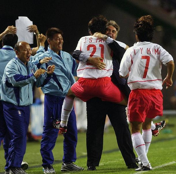 Báo Hàn Quốc: Sự bám đuổi của bóng đá Việt Nam là điều khiến Trung Quốc lo sợ - Ảnh 4.