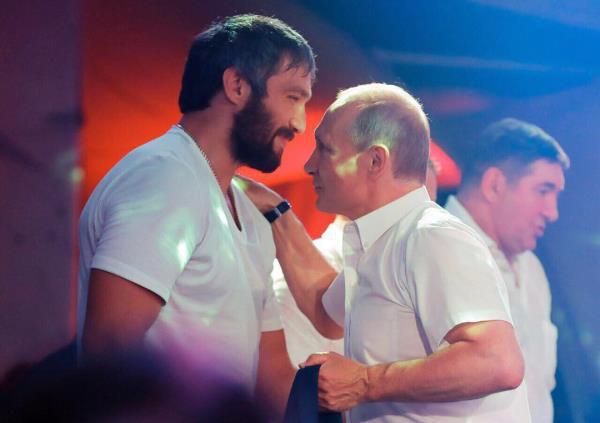 'Bạn thân của Putin' đón Giáng sinh cùng Tổng thống Trump  - Ảnh 2.