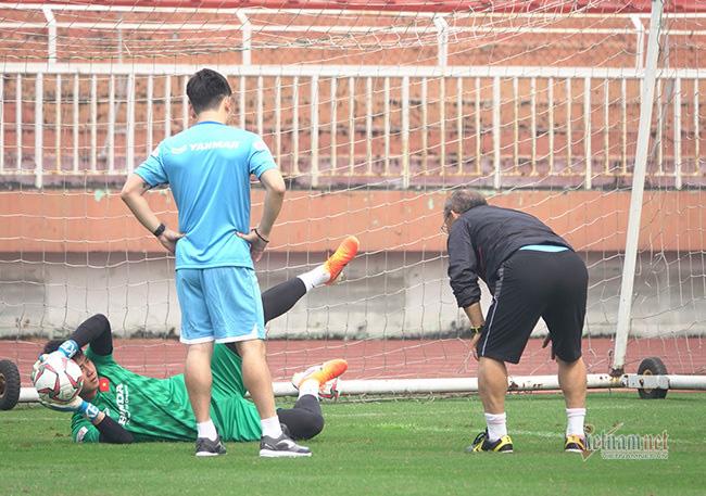 U23 Việt Nam trước ngày lên đường: Thầy Park phát cáu với thủ môn - Ảnh 1.