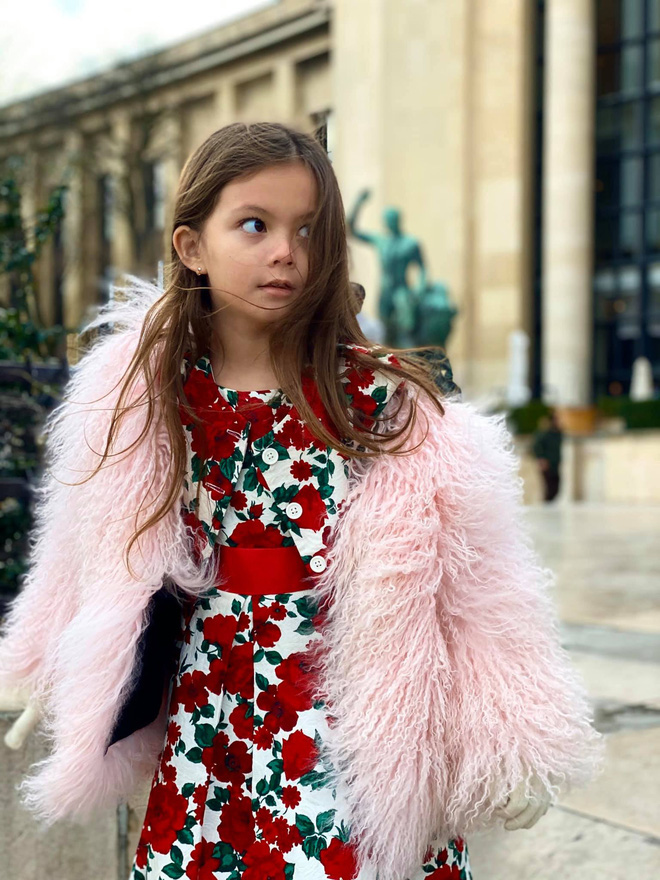 Con gái diva Hồng Nhung ngày càng xinh và thần thái, gu thời trang sang chảnh đúng chuẩn tiểu mỹ nhân đây rồi!  - Ảnh 2.