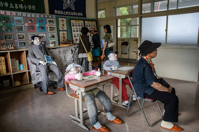 Ngôi làng vắng bóng trẻ thơ tại Nhật Bản: 18 năm không có một đứa trẻ nào ra đời, số búp bê nhiều gấp 10 lần số dân làng - Ảnh 1.
