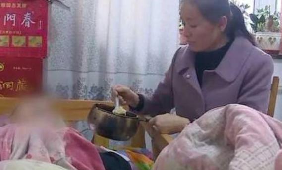 Chăm sóc chồng bại liệt suốt 22 năm, người vợ đi thêm bước nữa nhưng lý do khiến ai cũng suy nghĩ - Ảnh 1.