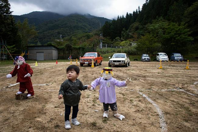 Ngôi làng vắng bóng trẻ thơ tại Nhật Bản: 18 năm không có một đứa trẻ nào ra đời, số búp bê nhiều gấp 10 lần số dân làng - Ảnh 11.