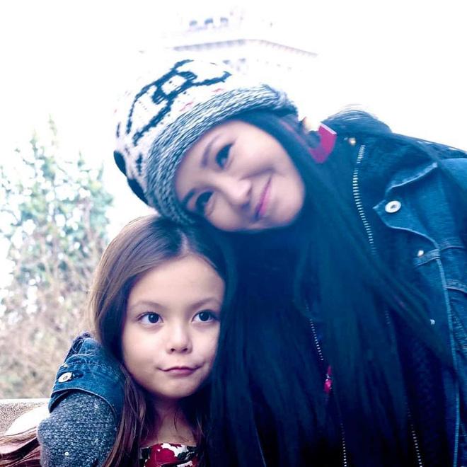 Con gái diva Hồng Nhung ngày càng xinh và thần thái, gu thời trang sang chảnh đúng chuẩn tiểu mỹ nhân đây rồi!  - Ảnh 3.