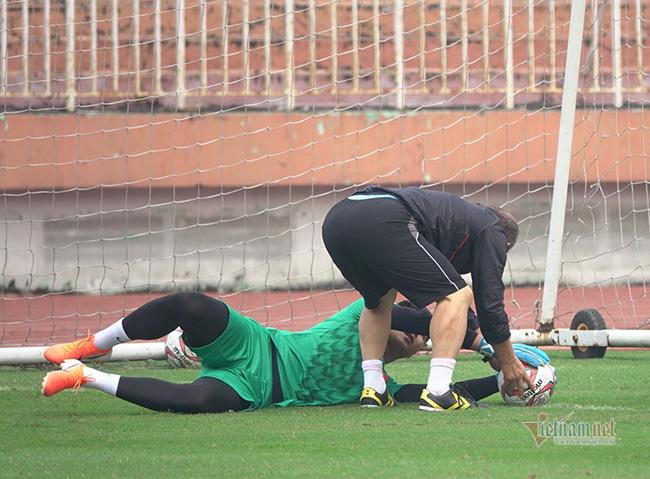U23 Việt Nam trước ngày lên đường: Thầy Park phát cáu với thủ môn - Ảnh 8.