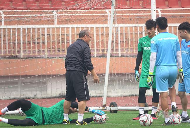 U23 Việt Nam trước ngày lên đường: Thầy Park phát cáu với thủ môn - Ảnh 9.