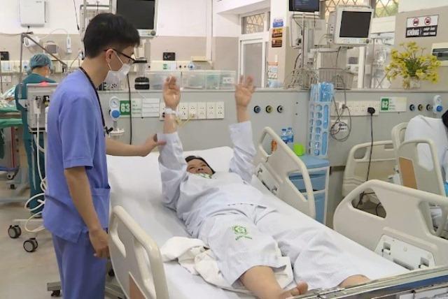 Trời lạnh, bệnh đột quỵ gia tăng: Có 3 dấu hiệu sau phải đến viện càng sớm càng tốt - Ảnh 3.