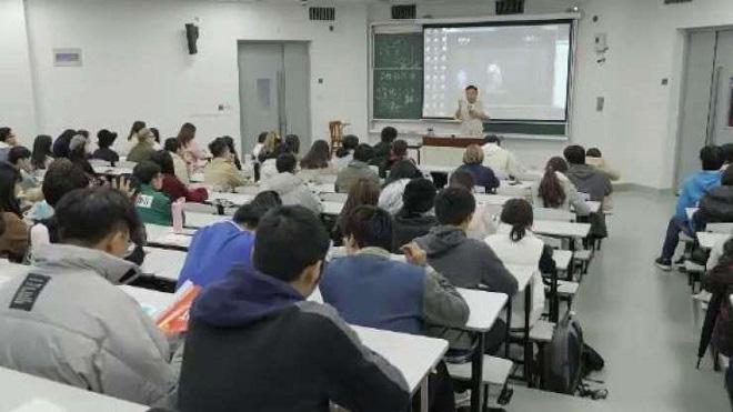 Các lớp học về tình yêu gây sốt tại Trung Quốc - Ảnh 1.