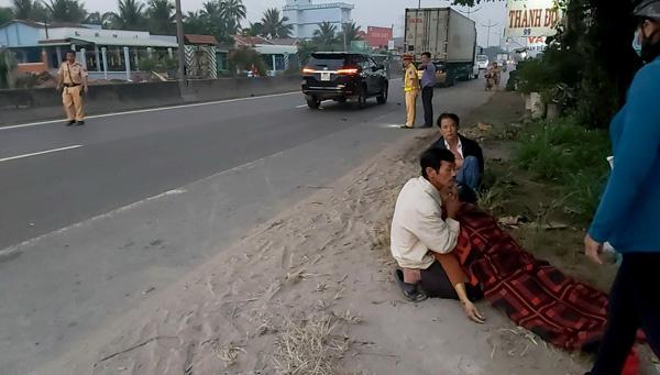 Leo qua dải phân cách, một phụ nữ bị xe máy tông tử vong - Ảnh 3.