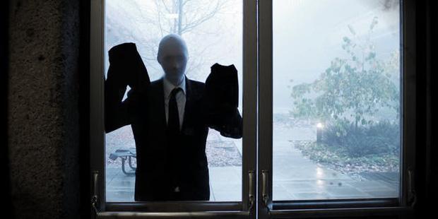 Hành trình 1 thập kỷ của Slender Man: Từ tấm hình photoshop thành quái vật cao kều gây ám ảnh trên màn ảnh rộng và cả thế giới ảo - Ảnh 10.
