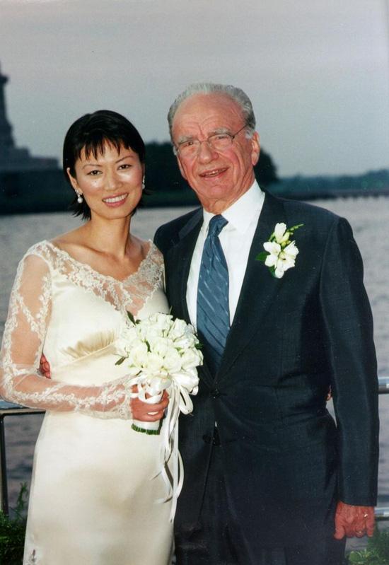 Tỷ phú giàu có khét tiếng Trung Quốc: Hơn 50 tuổi vẫn quyến rũ, yêu trai trẻ kém 28 tuổi - Ảnh 8.