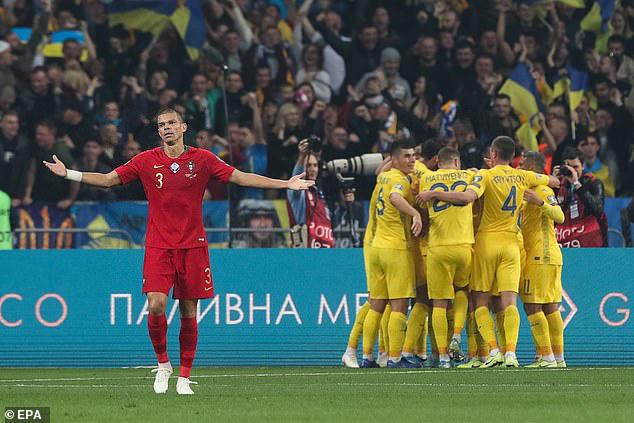 FIFA đưa Việt Nam vào danh sách 12 đội tuyển gây ngạc nhiên nhất thế giới năm 2019 - Ảnh 4.