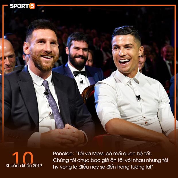 10 khoảnh khắc bóng đá châu Âu đẹp nhất năm 2019: Ronaldo mời Messi ăn tối, Son Heung-min chắp tay xin lỗi CĐV - Ảnh 1.