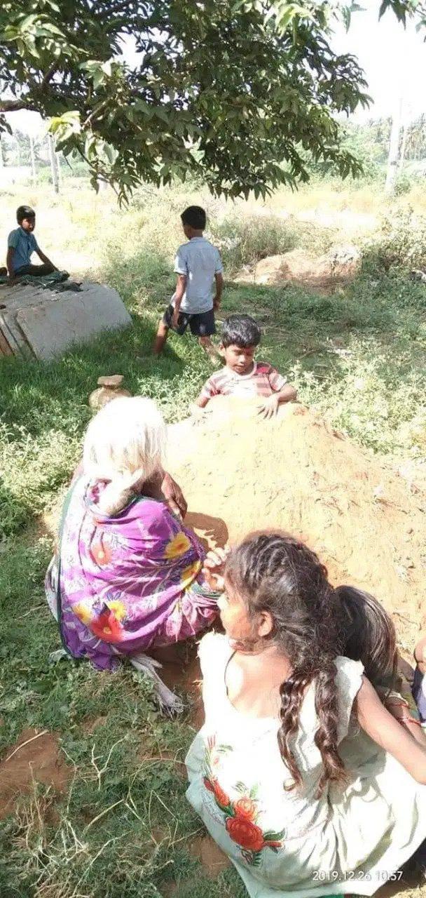 Kỳ quặc ngôi làng chôn sống trẻ em lúc nhật thực để chữa tật nguyền - Ảnh 3.