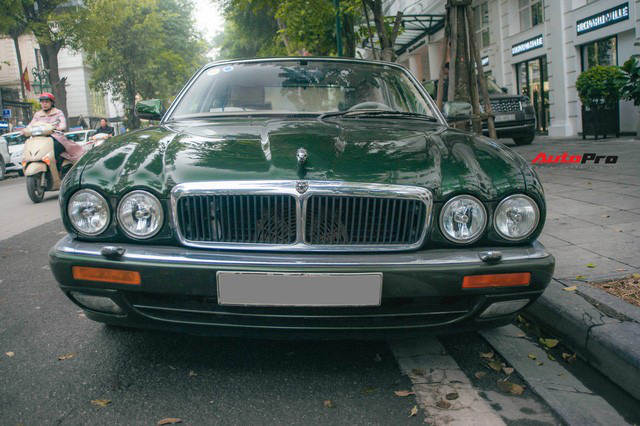 Jaguar XJ hơn 25 năm tuổi siêu hiếm xuất hiện tại Hà Nội, tình trạng xe khiến nhiều người ngạc nhiên - Ảnh 3.