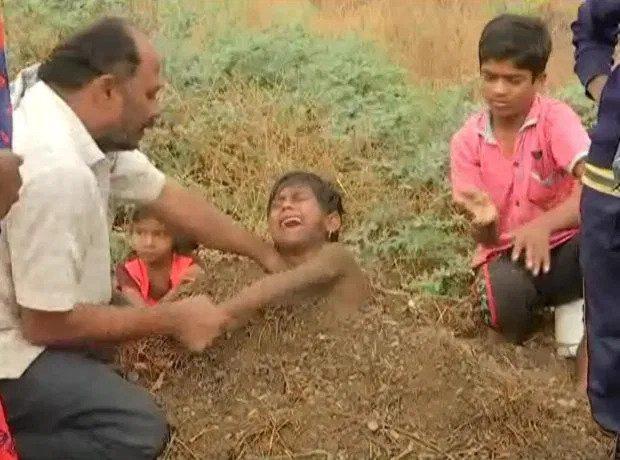 Kỳ quặc ngôi làng chôn sống trẻ em lúc nhật thực để chữa tật nguyền - Ảnh 4.