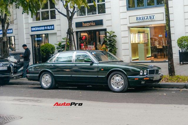Jaguar XJ hơn 25 năm tuổi siêu hiếm xuất hiện tại Hà Nội, tình trạng xe khiến nhiều người ngạc nhiên - Ảnh 5.