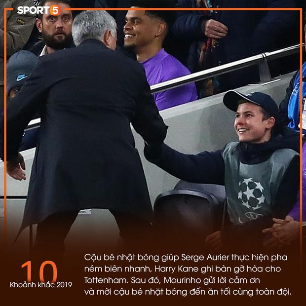 10 khoảnh khắc bóng đá châu Âu đẹp nhất năm 2019: Ronaldo mời Messi ăn tối, Son Heung-min chắp tay xin lỗi CĐV - Ảnh 10.