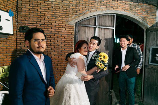 Cô dâu mời 3 người yêu cũ đẹp trai đến đám cưới, biểu cảm của chú rể trong bức ảnh chung mới bất ngờ - Ảnh 2.