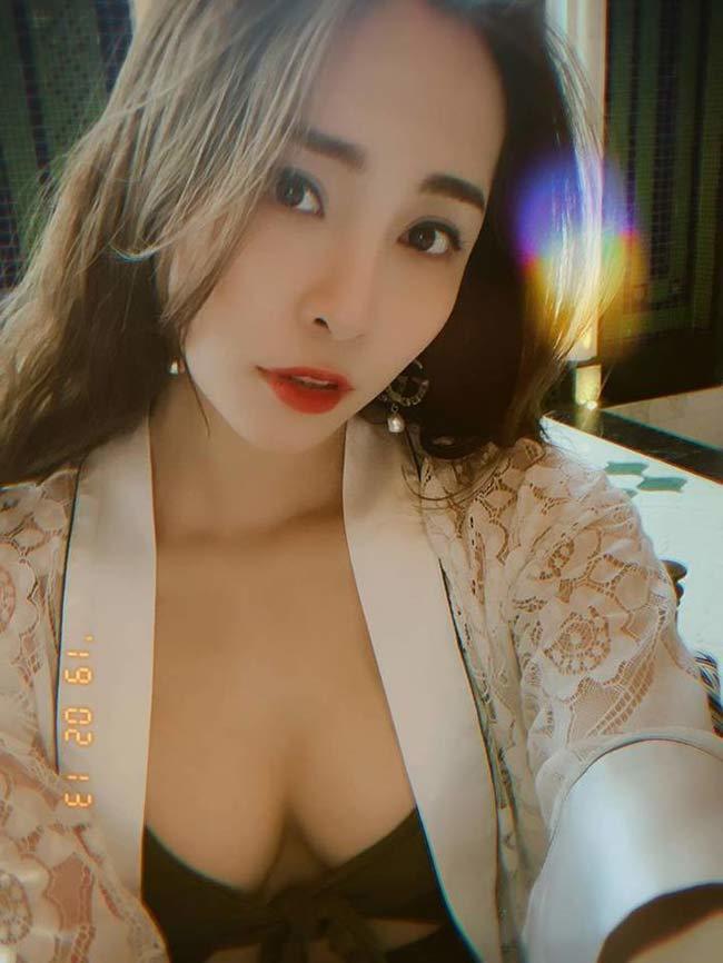Quỳnh Nga thừa nhận nâng ngực để tự tin mặc gợi cảm - Ảnh 2.